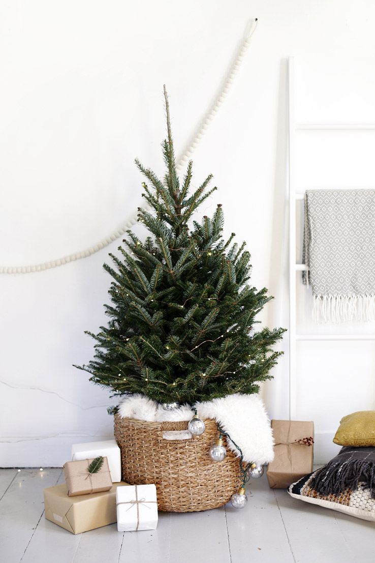 a scandi chic christmas tree for small spaces front main. Black Bedroom Furniture Sets. Home Design Ideas